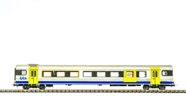 Liliput L388994 BLS NINA 1st Class Baggage and Passenger Car